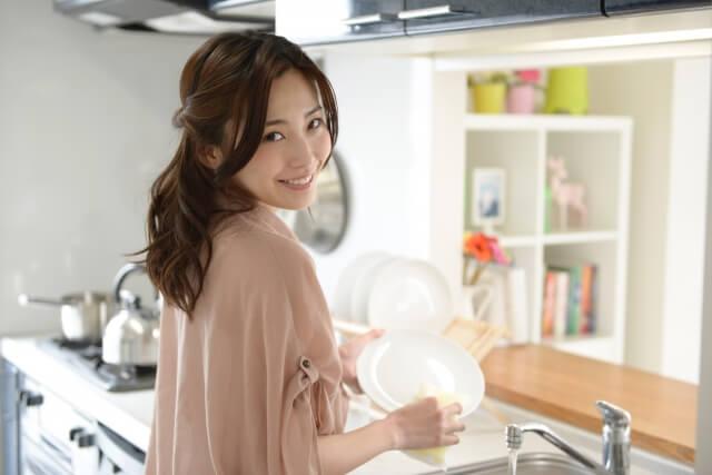 シンクに溜まった食器…料理は好きだけど食後に動けなくなるズボラ女子へのアドバイス