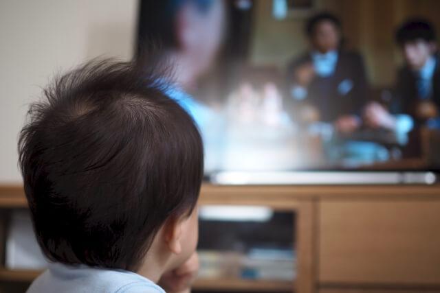 テレビばかり見ている子どもは馬鹿?どこまで見せても大丈夫なの?
